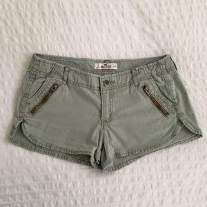 🌎 Hollister Khaki Green Short Shorts